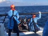 Yunanistan tarafından geri itilen 125 düzensiz göçmen kurtarıldı