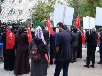 """HDP Van il binası önünde eylem yapan ailelerden çocuklarına """"Dönün"""" çağrısı"""