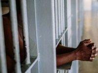 Nijerya'da yüzlerce mahkûm hapishaneden firar etti